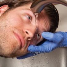 Ciało obce w oku – co robić?