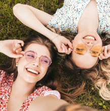 Soczewki i okulary przeciwsłoneczne – czemu warto je połączyć?