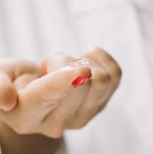 4 zasady ściągania soczewek kontaktowych